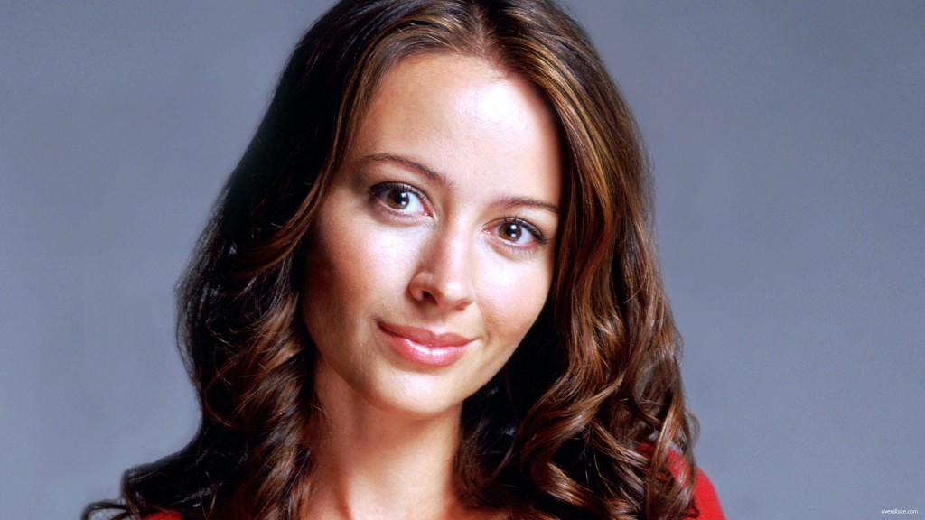 Amy-acker-shield-essentiel-series.jpg