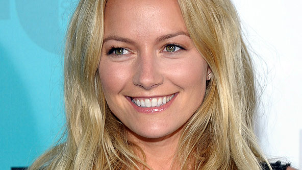 becki-newton-weird-loners-fox-essentiel-series.jpg