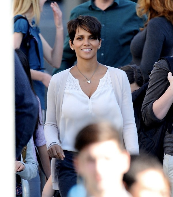 halle-berry-extant-cbs-essentiel-series.jpg