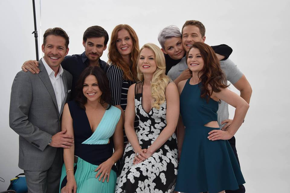comic-con-ouat-season5-cast-essentiel-series.jpg